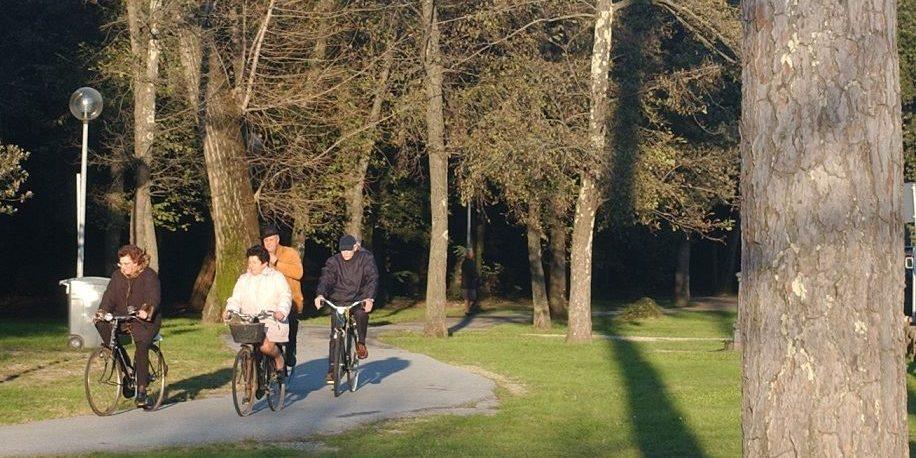 Dal Centro Storico Di Pietrasanta Al Mare In Bicicletta Con La